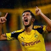 Nuri Sahin celebra su gol contra el Legia