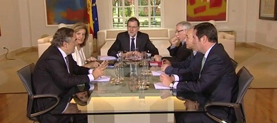 Frame 21.889251 de: Rajoy retoma el diálogo social con los sindicatos y la patronal para debatir sobre salarios, empleo y pensiones