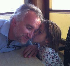 El juez inmoviliza las cuentas del padre de Nadia, que pedía dinero para su hija enferma
