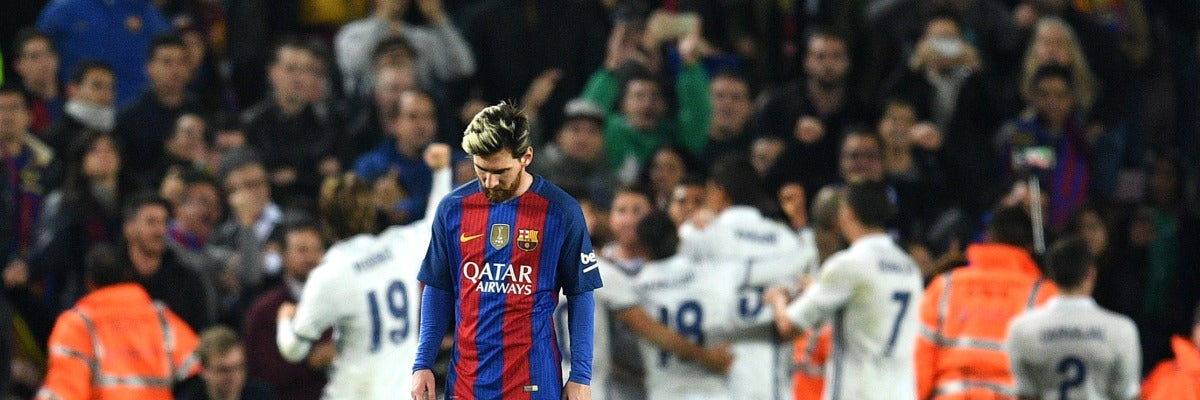 Leo Messi se lamenta tras el gol de Ramos