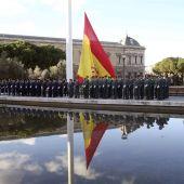 Solemne izado de la bandera nacional, en la plaza de Colón de Madrid
