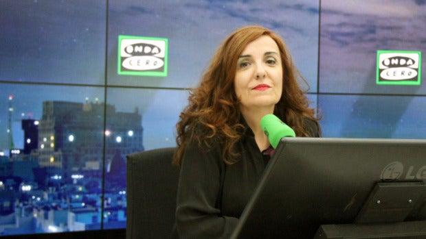 """Elvira Lindo: """"Hay que reírse de la clase política porque ya bastante se ríen ellos de nosotros"""""""