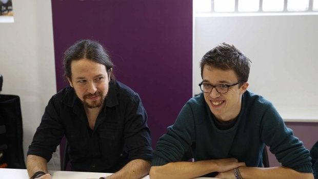 El secretario general de Podemos, Pablo Iglesias (i), y el número dos, Íñigo Errejón, durante la reunión del Consejo Ciudadano