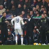 Diego Costa celebrando el gol con Antonio Conte