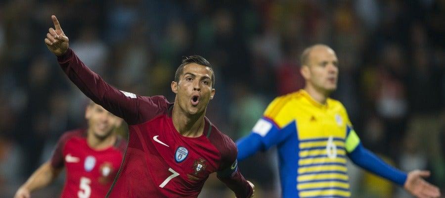 Cristiano Ronaldo recibe el galardón de Mejor Goleador Internacional de 2016 por la IFFHS