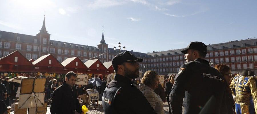 Agentes de policía en la Plaza Mayor de Madrid