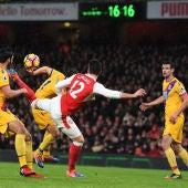 Giroud y su espectacular remate que fue el primer gol del Arsenal ante el Watford