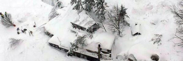Vista del estado en el que ha quedado el hotel Rigopiano, alcanzado por una avalancha de nieve