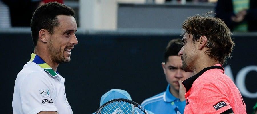Roberto Bautista y David Ferrer se dan la mano tras su partido