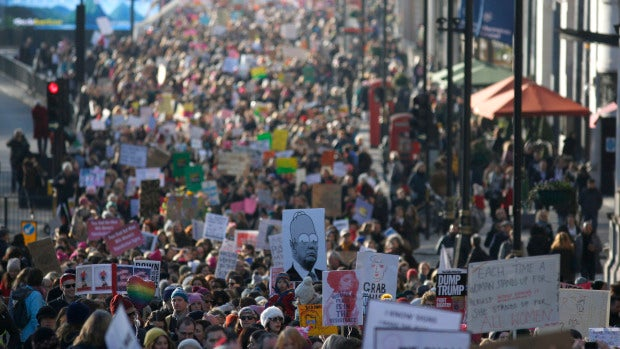 Miles de mujeres se manifiestan contra Trump en todo el mundo horas antes de la gran marcha en Washington