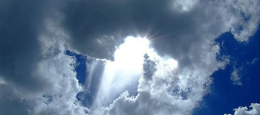 Cielo iluminado por el sol