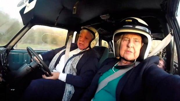 Bron Burrell, la mujer piloto de 72 años que va a volver a competir en un rally