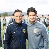 Pato posa con su nuevo entrenador, Fabio Cannavaro