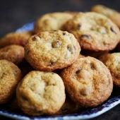 Un plato con galletas