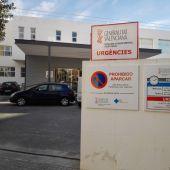 Acceso al área de urgencias en el centro de salud de Altabix de Elche.
