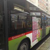 Autobuses en una parada de Elche.