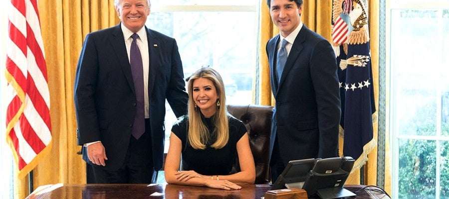 Ivanka Trump en el Despacho Oval