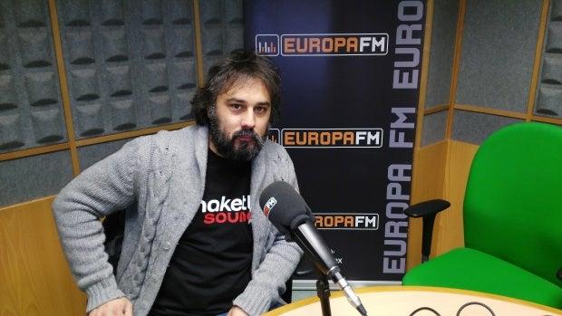 """El cantautor """"rockero"""" Jabi Izurieta nos presenta su nuevo trabajo, """"Claudia & Costello""""."""