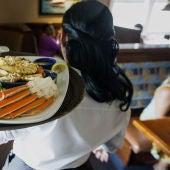 Imagen de archivo de una camarera