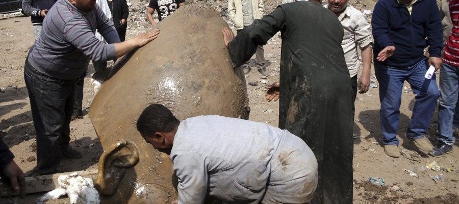 Hallazgo de una estatua en el barrio egipcio de Al Matariya