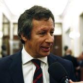 El diputado del PP Carlos Floriano en los pasillos del Congreso
