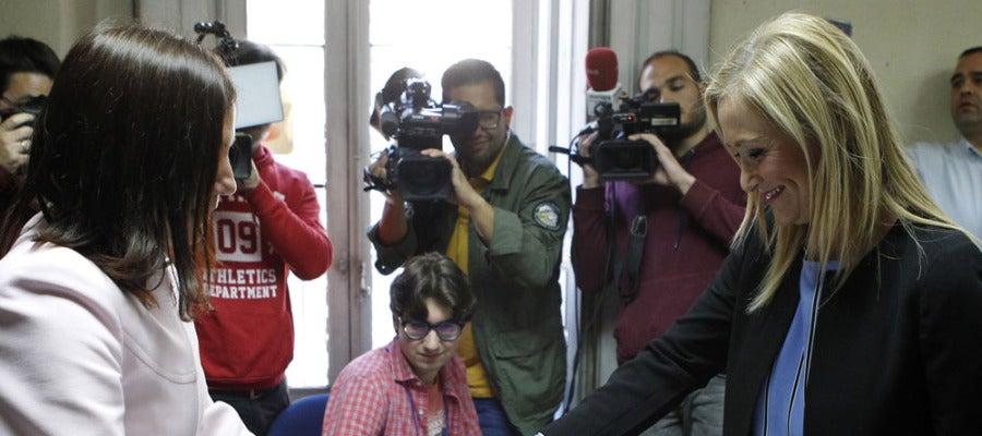 Cristina Cifuentes votando en las primarias del PPM