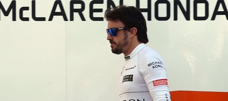 Fernando Alonso, durante una sesión de pretemporada con McLaren