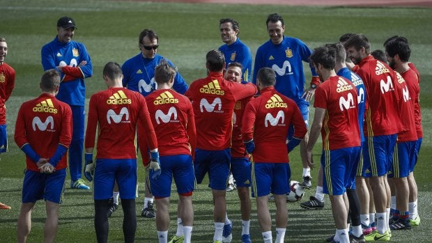 Los jugadores de la Selección felicitan a Jordi Alba por su cumpleaños