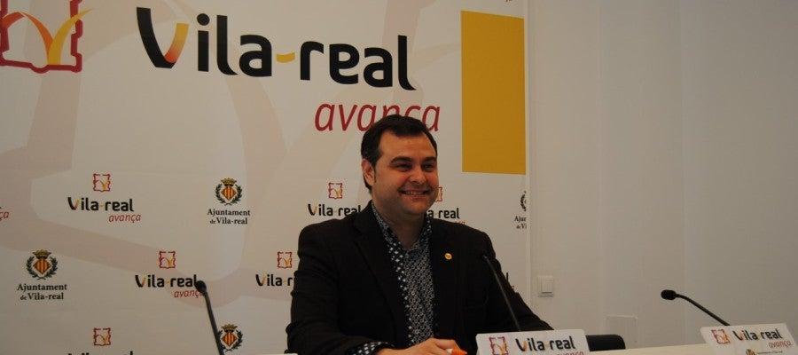 El regidor d'Economia, Xavi Ochando presenta el nou servici que s'incorpora al punt d'Atenció a l'Emprenedor.