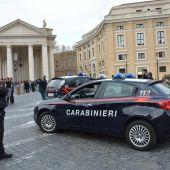 Carabinieri montan guardia cerca de la Colina Capitolina en Roma (Italia)