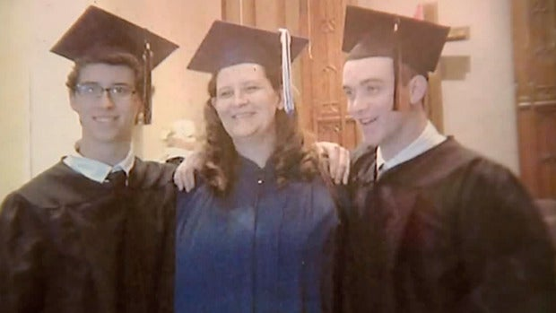 Megan Linzy, la madre que para inspirar a sus hijos volvió a los estudios