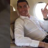 Cristiano Ronaldo escuchando el nuevo nombre del aeropuerto de Madeira
