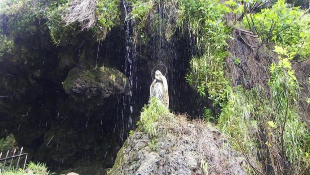La Virgen de Lourdes de la localidad onubense de Higuera de la Sierra