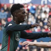 Iñaki Williams celebra con Muniain el gol del Athletic.