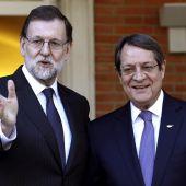Mariano Rajoy con el presidente de Chipre, Nicos Anastasiadis