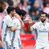 Isco celebra un gol en El Molinón