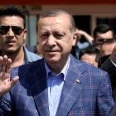 Erdogan, a la salida del colegio de votación