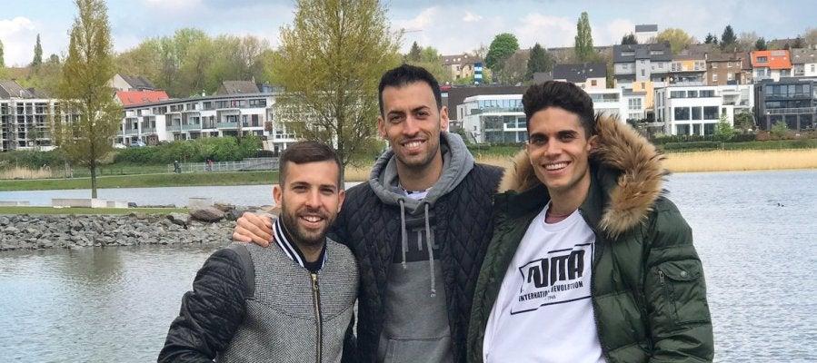 Alba, Busquets y Bartra en Dortmund