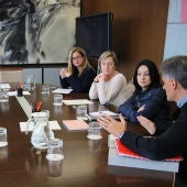 Momento de la reunión celebrada entre la conselleria de Vivienda y el Ayuntamiento de Elche.