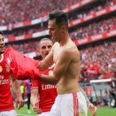 Jonas celebra uno de sus goles contra el Benfica