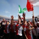 Dirk Kuyt y los jugadores del Feyenoord celebran el título de Liga