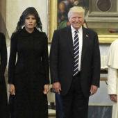 Donald Trump, su esposa Melania y su hija Ivanka, con el Papa Francisco