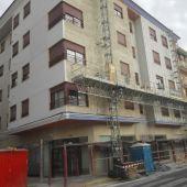 Edificio en Elche en el que se ejecuta la rehabilitación de su fachada.