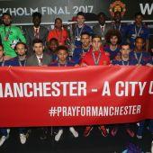 Los jugadores del United dedican su victoria en la Europa League a las víctimas del atentado en Mánchester