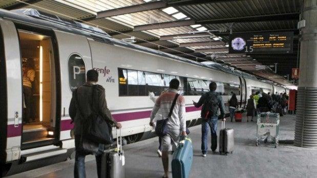 Una avería eléctrica en Atocha ya solucionada detiene 16 trenes AVE
