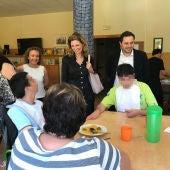 La alcaldesa de Castellón, Amparo Marco, y el concejal de Bienestar Social, José Luis López, han visitado la sede de Aspropace.