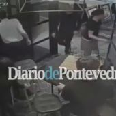 Frame 17.641378 de: Un español ayudó a refugiarse en su bar a los que huían