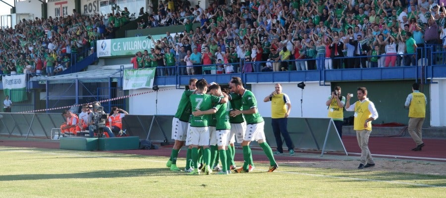 Jugadores del Villlanovense celebran uno de los goles
