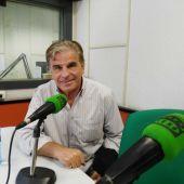 Pedro Ruiz en los estudios de Onda Cero Gijón