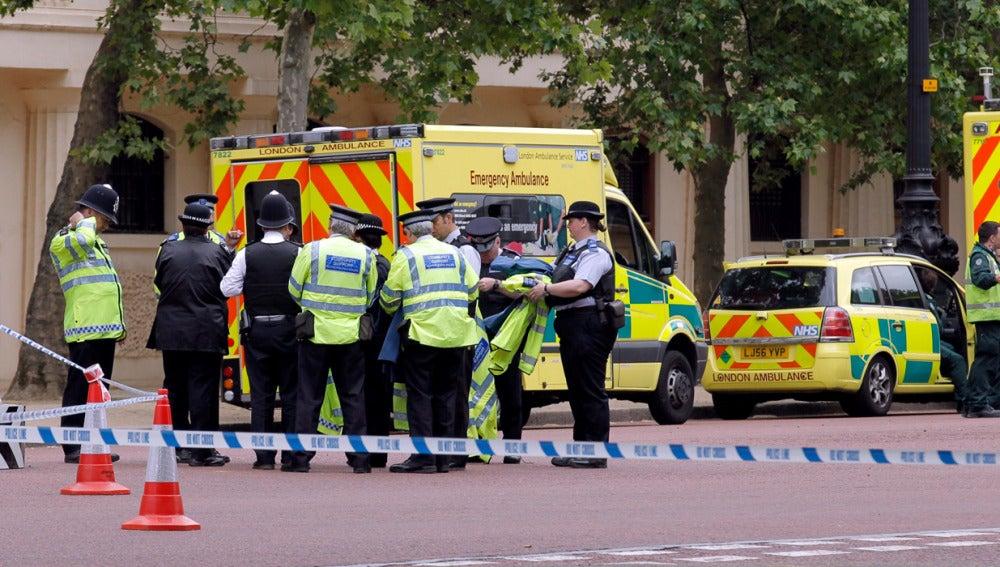 Policía británica durante un suceso